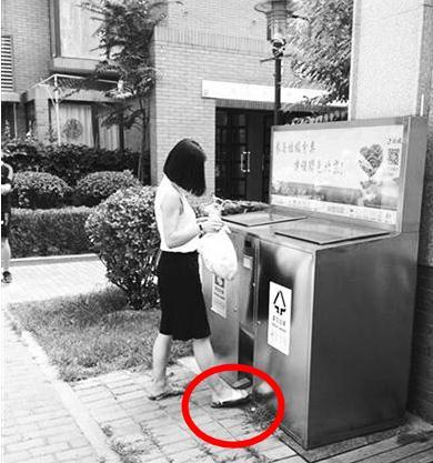 小区无分类垃圾桶