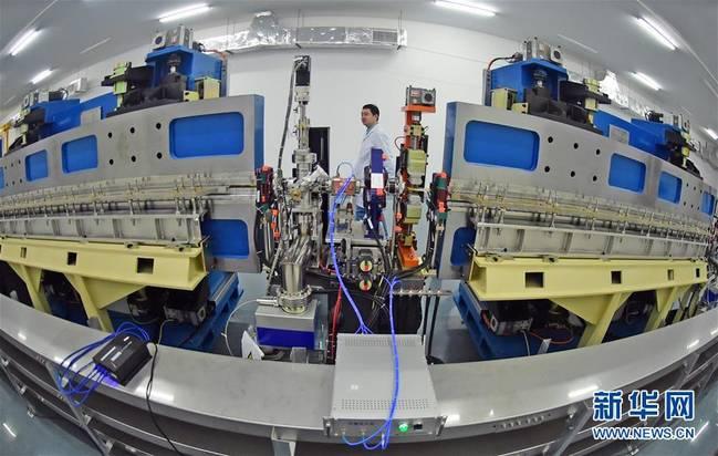 """世界首台极紫外自由电子激光装置——""""大连光源"""""""