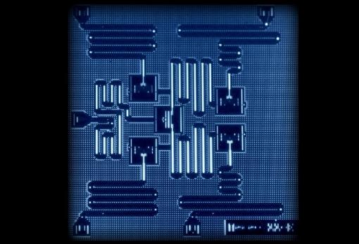 激光技术如何让计算机速度提升整整十万倍