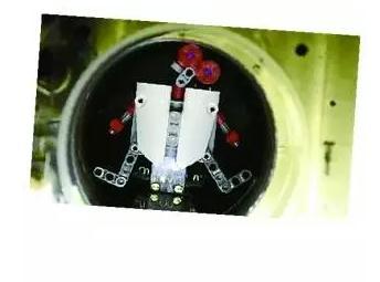 医学领域:远程控制带有磁性的微型机器人