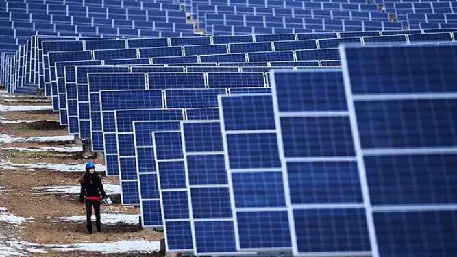 """龙羊峡建了""""世界最大光伏电站"""" 一年可发电14亿千瓦时"""