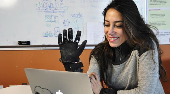 """""""智能手套""""可帮助医生评估肌肉僵硬程度"""
