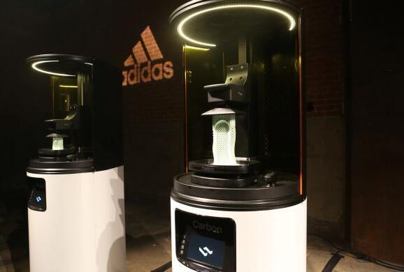 阿迪达斯开启3D打印鞋量产时代