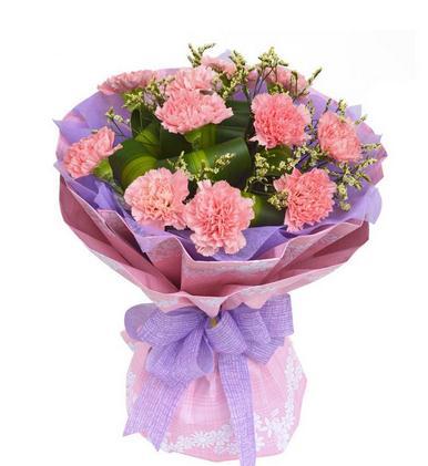 全国最大的鲜花市场—斗南花卉市场上的康乃馨切花价格格飙升
