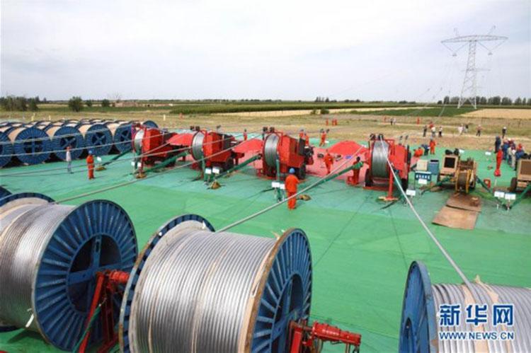 昌吉-古泉±1100千伏特高压直流输电工程新疆段进入放线阶段