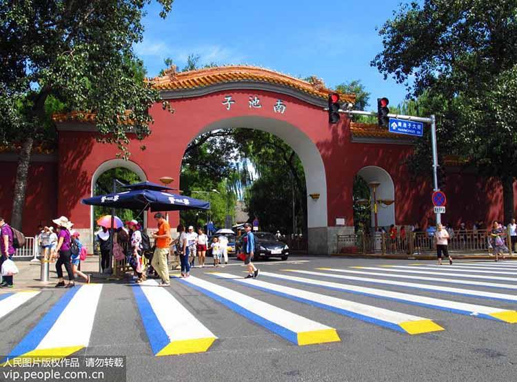 北京长安街一线天安门地区施划3D立体斑马线