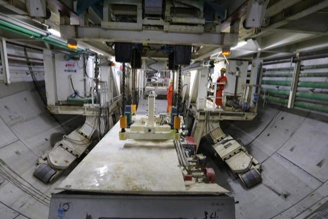 国内最大单洞双线穿越长江地铁隧道顺利贯通