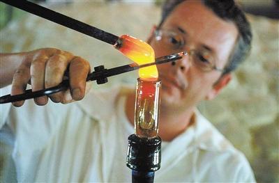 玻璃态物质的本质是什么?是固体还是液体傻傻分不清