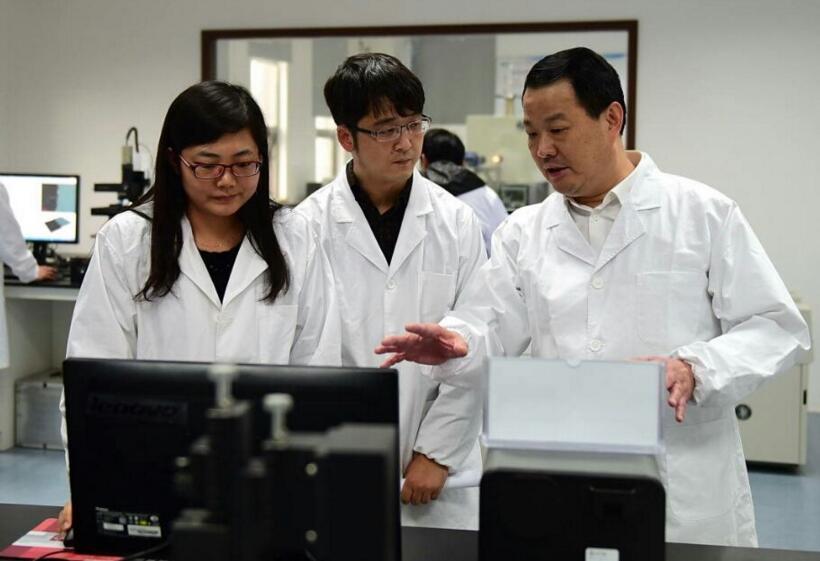 中国研发出第一块厚度为0.15mm超薄玻璃