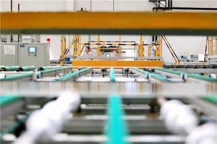 全球第一条10.5代玻璃基板生产线点火