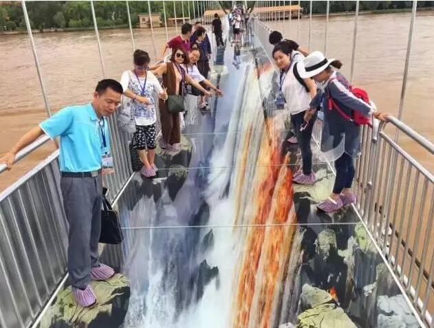 我国首座横跨黄河的3D玻璃桥——只要腿不抖,还是男朋友!