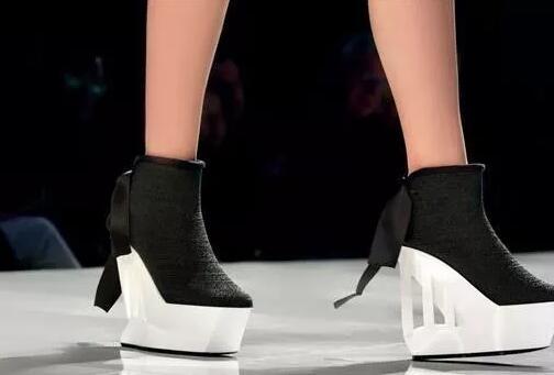 两双3D打印鞋亮相美国Fashion NXT时装周