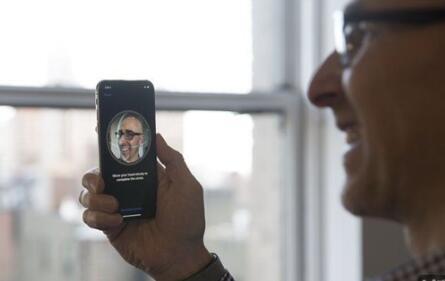 iPhone X面容ID为什么不能存储多张脸?