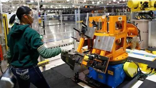 【深扒】机器人在工厂只是帮忙焊接装配?能做的事太多了!