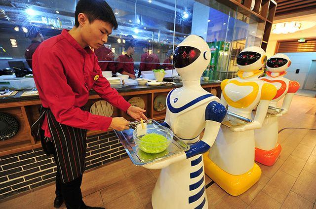 很多国家的餐厅老板开始雇佣餐厅机器人工作,但在餐厅里,餐厅机器人要