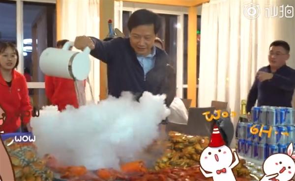 雷军摆大闸蟹宴庆功:双11小米销售额达到52.51亿创历史新高