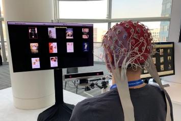 三星成功研发智能电视系统,该系统可用脑电波来控制