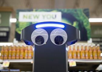 轮式机器人Marty为500家商店工作,负责监管工作