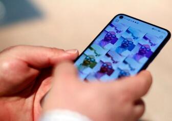 三星正在研发新手机,将摄像头和传感器置于显示屏下方贴合手机边缘