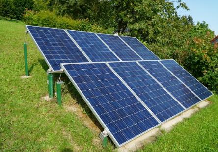 户用投资分布式光伏发电项目时应考虑哪些成本?