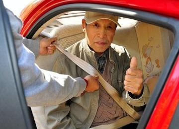 西安交警高速大队开展专项行动:乘客不系安全带将面临50元罚款