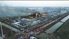 广东英德一化工厂成品仓库发生火灾,400多人被疏散