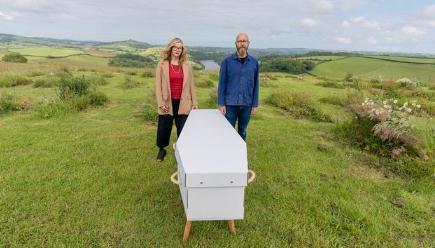 """环保型丧葬装置""""碱性水解机""""缓解土葬对环境的影响"""