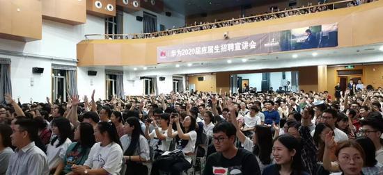 华为企业沟通部总裁彭博哈工大演讲:未必一贫如洗,但一定要胸怀大志