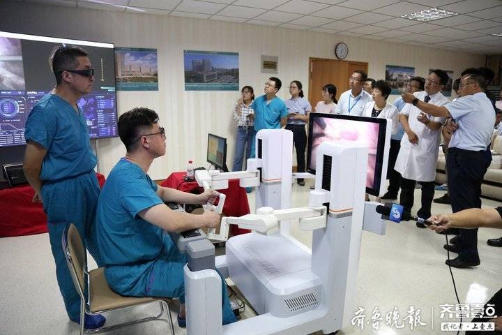 """5G 助力机器人超远程手术,青大附院""""妙手""""切肾脏、胆囊"""