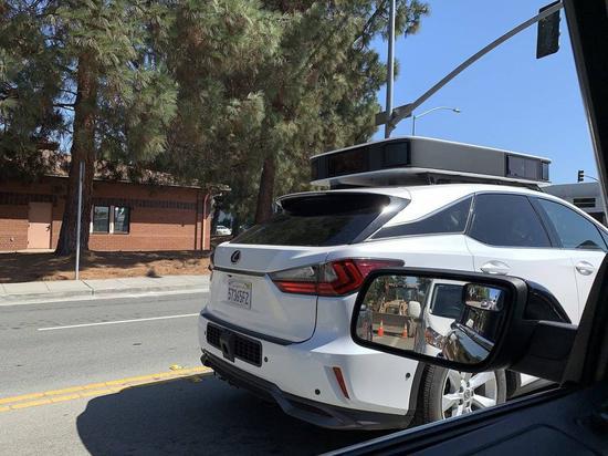 第三代苹果自动驾驶汽车:头顶着一大坨黑色正方形蛋糕胚