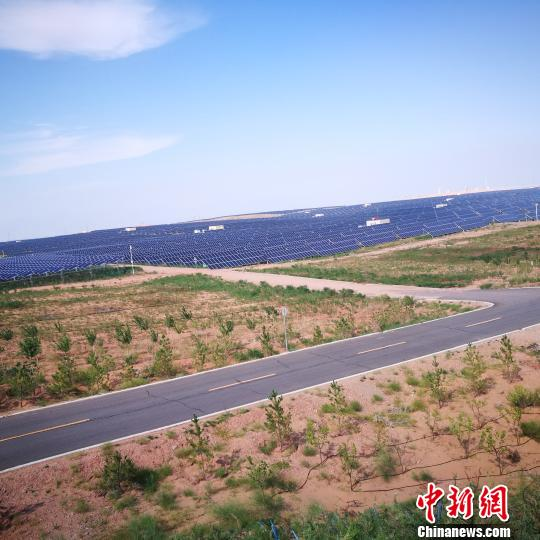 """中国第七大沙漠上发展""""光伏产业""""推动清洁能源发展"""