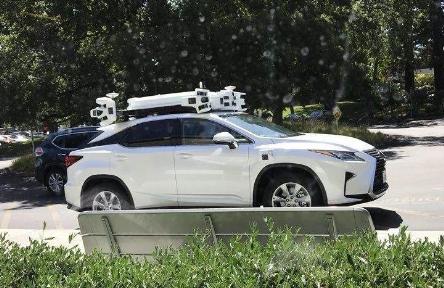 苹果泰坦项目获两项新专利,涉及汽车稳定控制系统和自适应定位车门