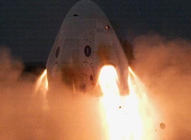 "SpaceX载人版""龙""飞船顺利完成一系列发动机静态点火测试"