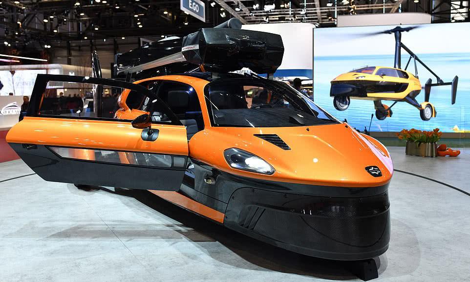 世界首辆陆空汽车亮相迈阿密:已进入批量生产阶段,售价59.9万美元