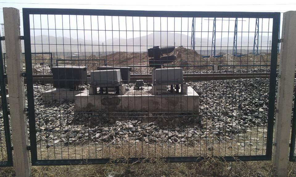 铁路路基防护栅栏-铁路防护栅栏价格-铁路防护栅栏厂家