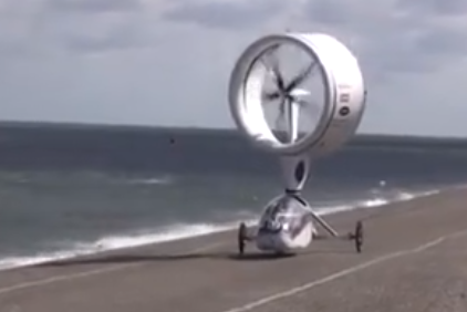 欧洲打造世界首台风力汽车, 不用油不用电, 揽获国际大奖