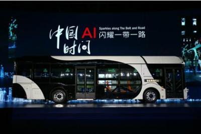 深兰科技发布熊猫智能公交车 打造未来新型移动智能生活空间