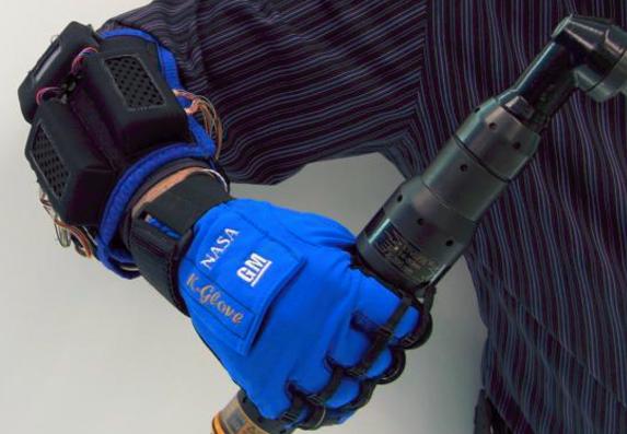 让你握力瞬间提升3倍的神奇手套 内置5个传感器监测手指用力