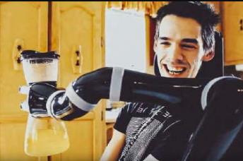 加拿大科技公司Kinova Robotics发布用于轮椅的机器人手臂Jaco