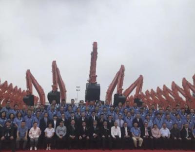 日立建机与卡纳磨拓合作设备租赁 首批设备交付仪式举行