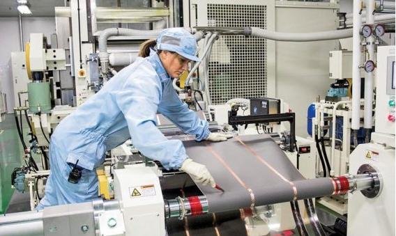 1分钟看懂锂电池制造:全球最先进的LG电池生产线视频