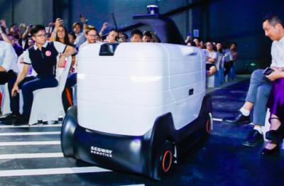 AI运维+道路预测配送机器人2020年量产