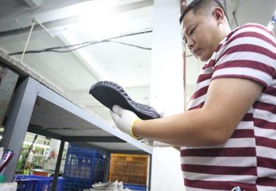 五持恒科技实现石墨烯橡胶发泡鞋底量产 打破产业化僵局