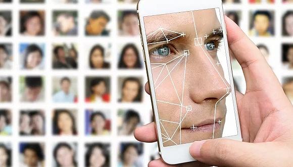 """中科院董晶:可通过""""以AI对抗AI""""打破虚假信息面具"""
