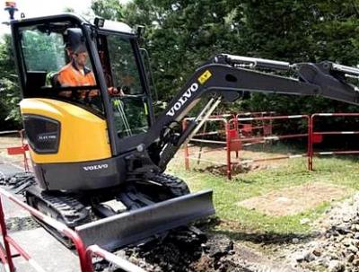 沃尔沃首台2.5吨级电动挖掘机交付法国承包商SPAC