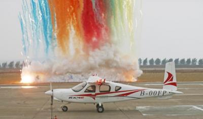 我国自主研制的首架四座电动飞机首飞成功
