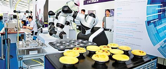 """浙江""""智昌""""做蛋挞的双臂机器人。"""
