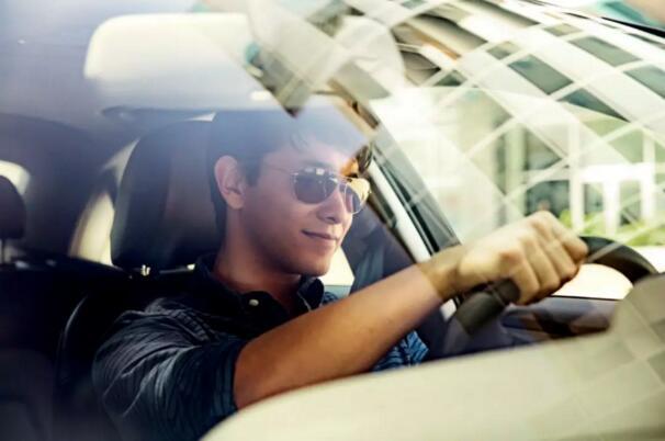 5G通信方式可以使汽车之间通过直接通信来实现自动驾驶