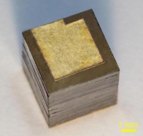 上图为新式核电池原型(via:超硬与新型碳材料技术研究所)