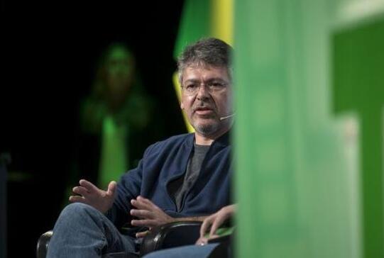 苹果整合Core ML和Siri团队组建全新AI部门由前谷歌高管约翰·贾南安德里亚领导